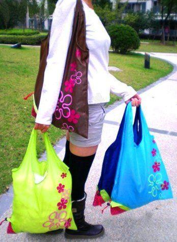 Praktická skládaná taška - jahůdka